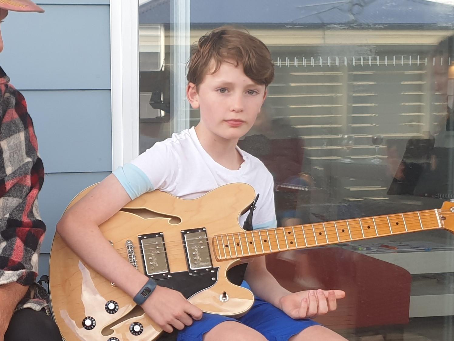 Ollie guitar2